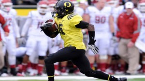 Oregon is favored to beat Texas in the Alamo Bowl Monday.